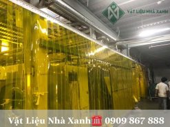 Rèm nhựa PVC màu vàng ngăn côn trùng lắp đặt tại kho xưởng